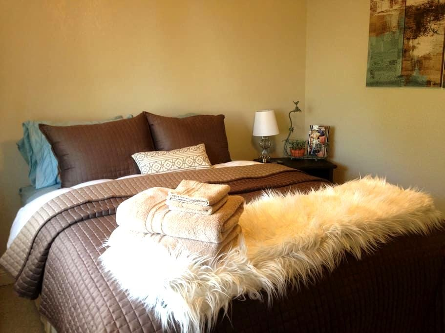 Private Room w Bath in Wine Country - Paso Robles