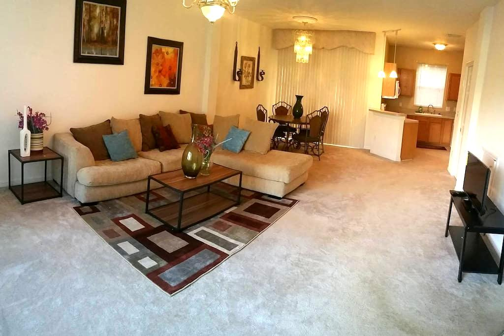 2 Bedroom Pool Townhouse in City - Seffner - Wohnung