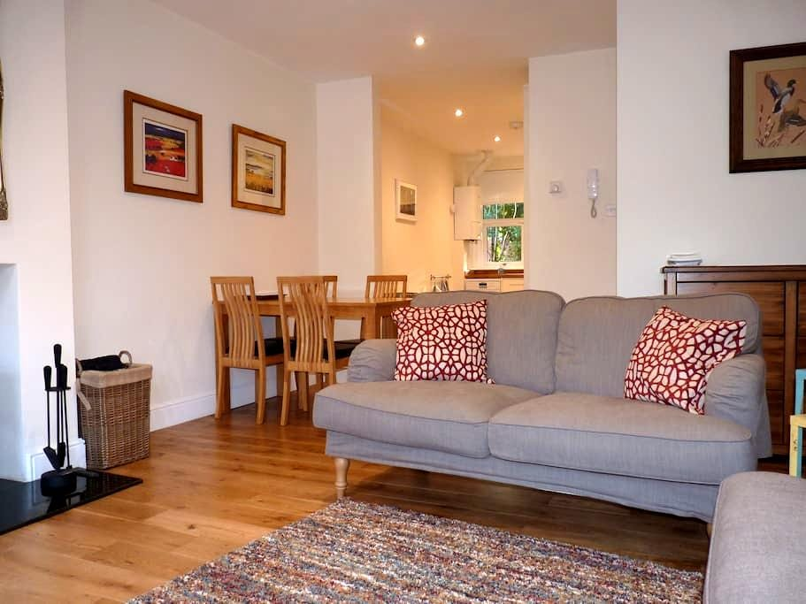 Lovely bright apartment in heart of Brockenhurst - Brockenhurst - Huoneisto