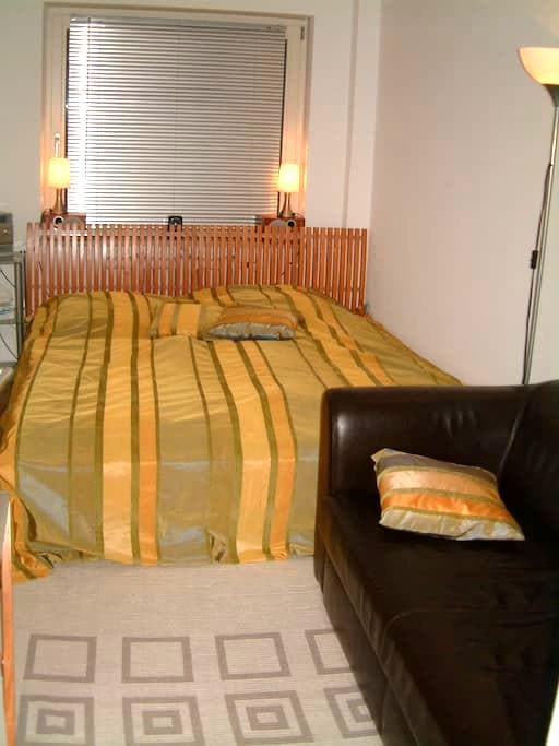 room near Nymphenburg castle ground - Munich - Bed & Breakfast
