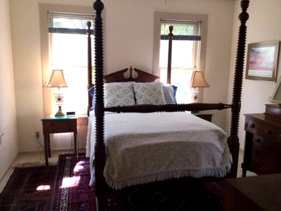Private Mid-Century Apartment - Lockhart