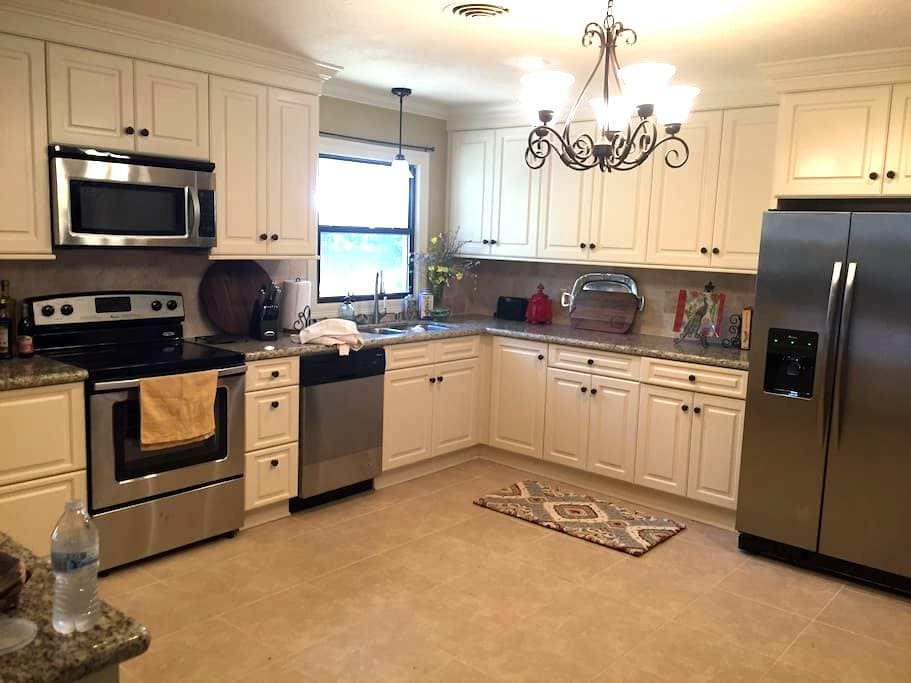 Elegant Luxurious Home-3710 Lake - Lake Charles