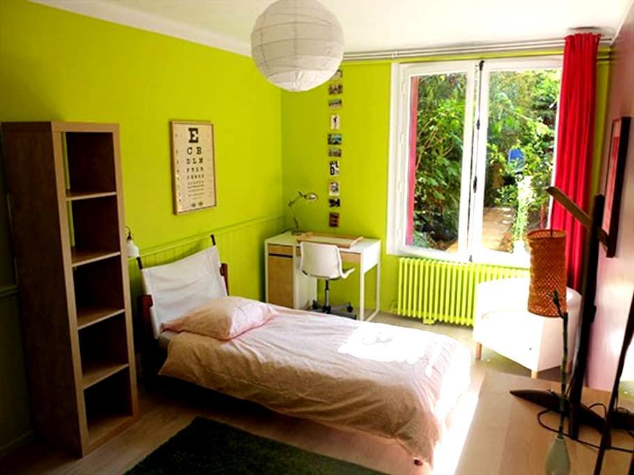 Grande chambre sur jardin - Nantes - House