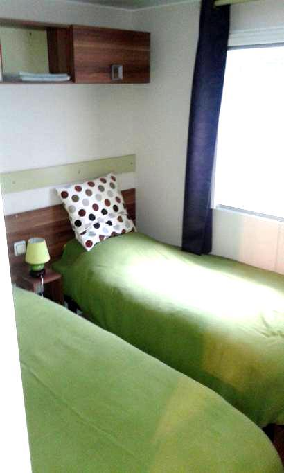 Chambre dans un mobile home dans un parc - Saint-Chéron - Lakás