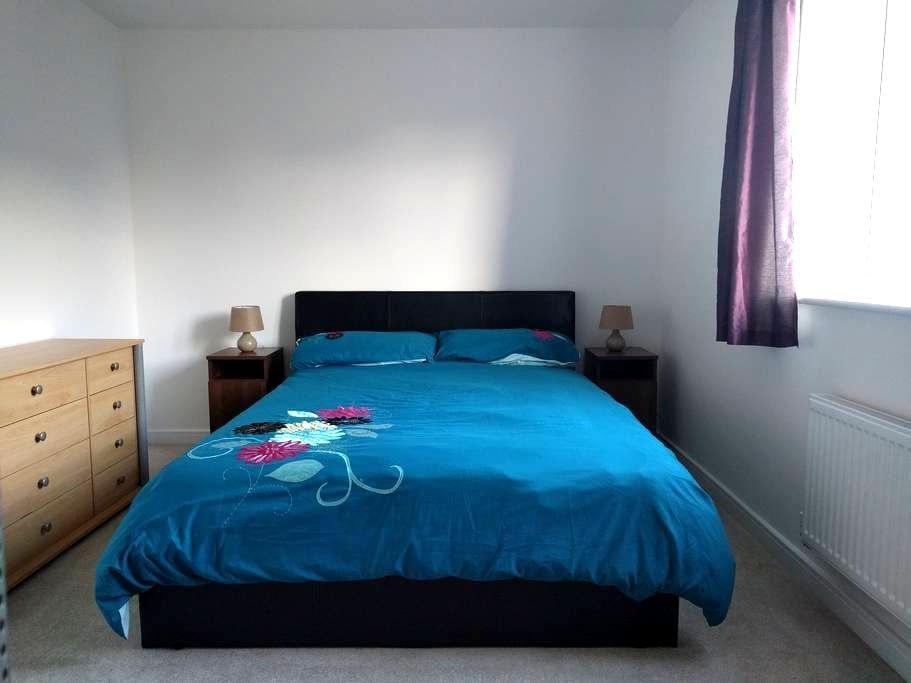 Large, Bright & Comfortable Room  - 25% OFF! - Littlehampton