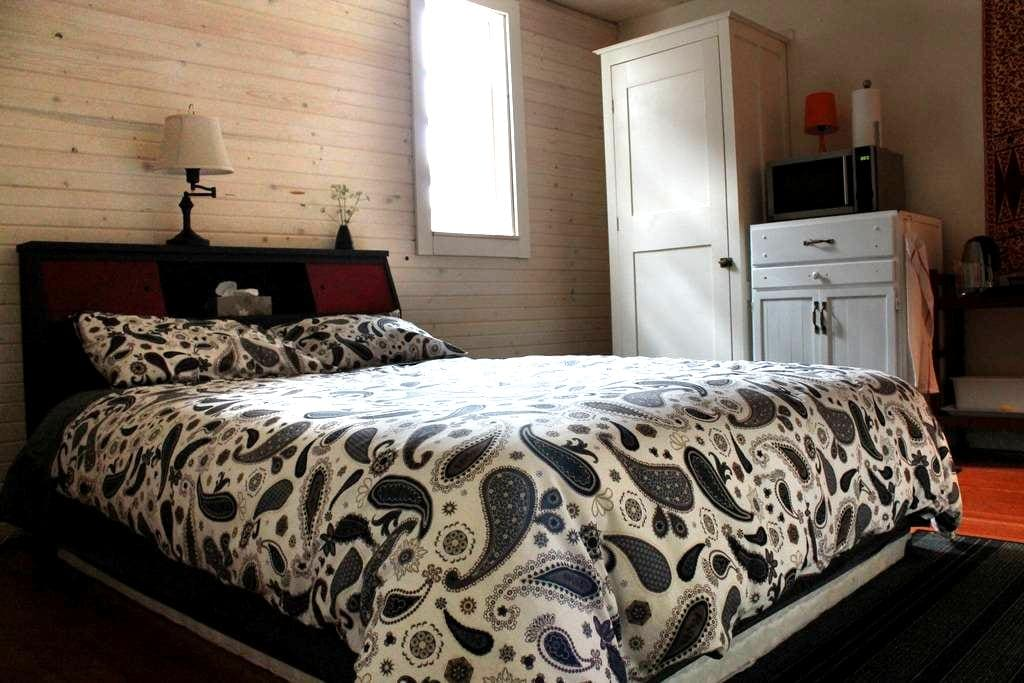 Private room and en suite - Courtenay - Σπίτι