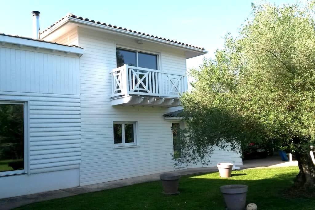 LE PARADIS BLANC AU BORD DE L EAU - Clairac - Apartment