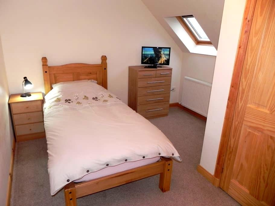 A single room upstairs. - Na h-Eileanan an Iar - Ház