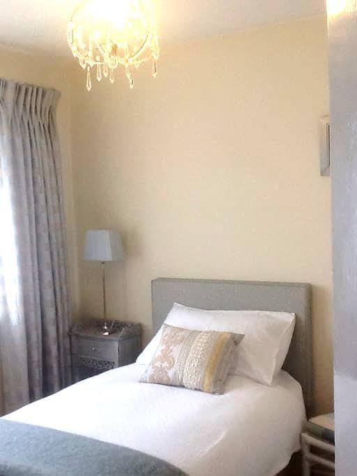 Welcoming home - Bedroom 1 - Ashford