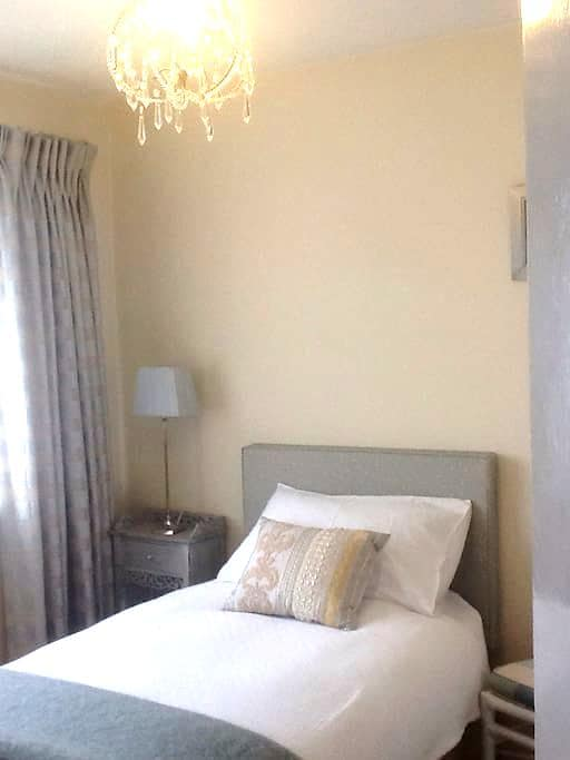 Welcoming home - Bedroom 1 - Ashford - Maison