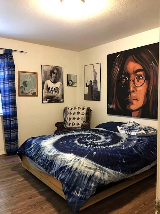 Imagine Peace House: Beatles Room B - Cottonwood - House