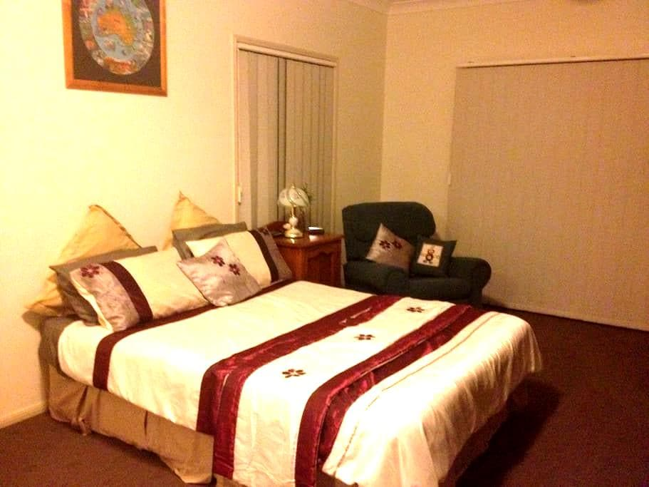 Country Guest Room - Hatton Vale - Ev