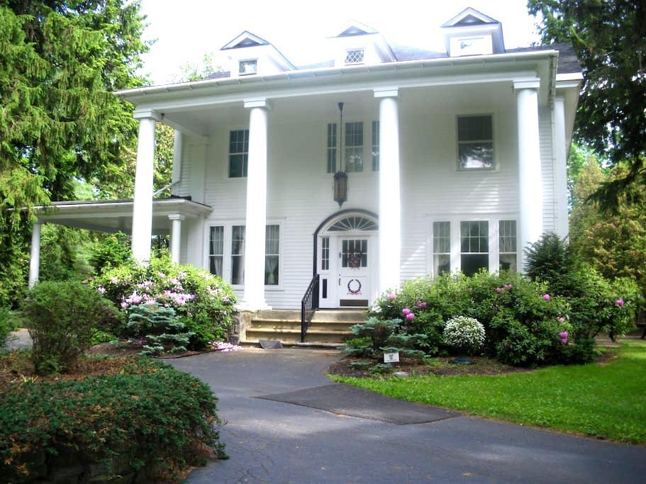 B-N-B Guest Room near Saratoga - Broadalbin - 住宿加早餐