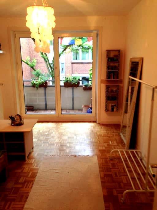 Schönes Privatzimmer mit Balkon - Wedel - Huoneisto