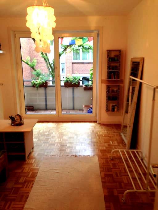 Schönes Privatzimmer mit Balkon - Wedel - Apartment