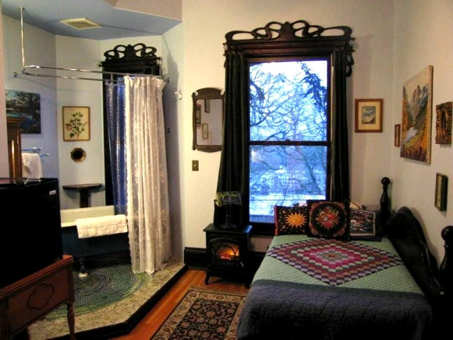 B&B Cozy Room for Lone Traveler - Portland