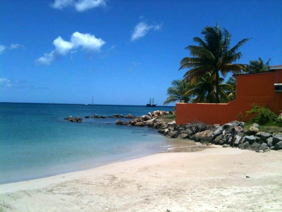 Oceanfront Studio, Bay Guesthouse 2 - Gros Islet - Annat