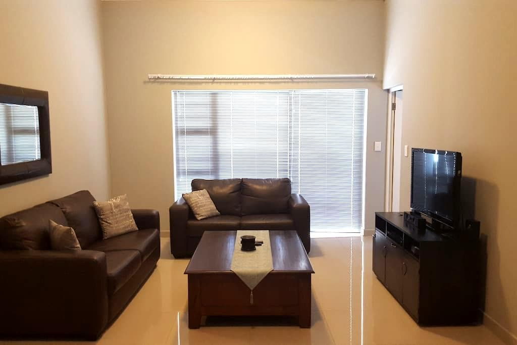 Private 2 bedroom house in Burgundy Estate - Cape Town - House