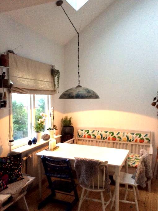 Central, cosy familyappartment close 2 Slottskogen - Gotemburgo