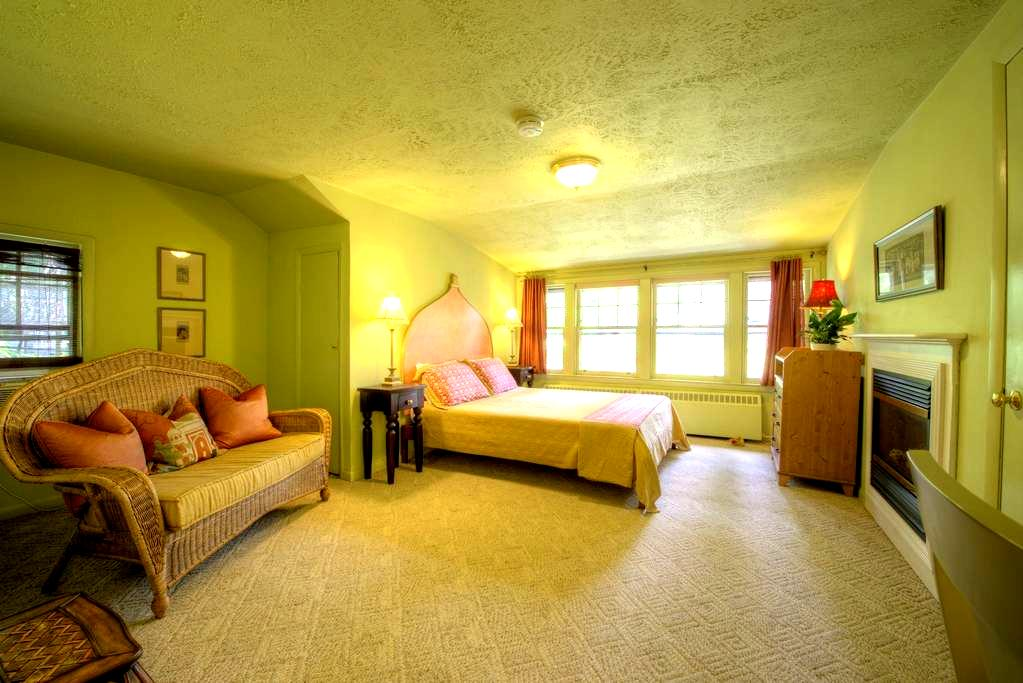 Asheville B&B Romantic India Room - Asheville - Bed & Breakfast