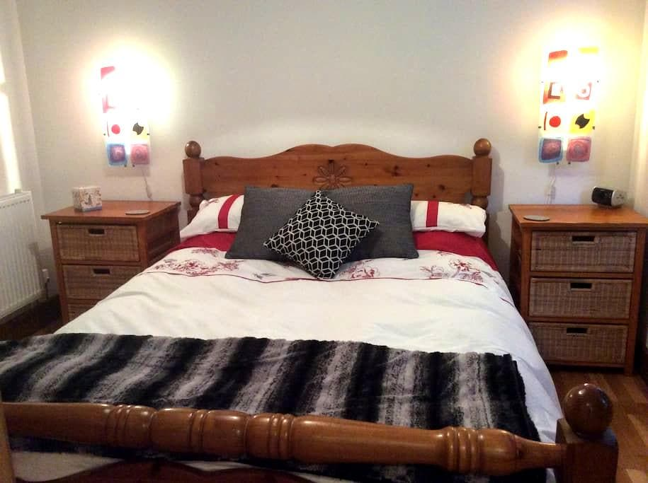 Walking distance to Truro College & Hospital - Cornwall - Huis