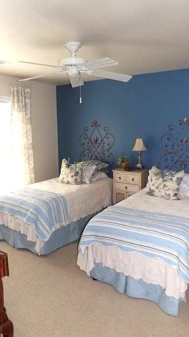 Private room with 2 single beds - Hoschton - House
