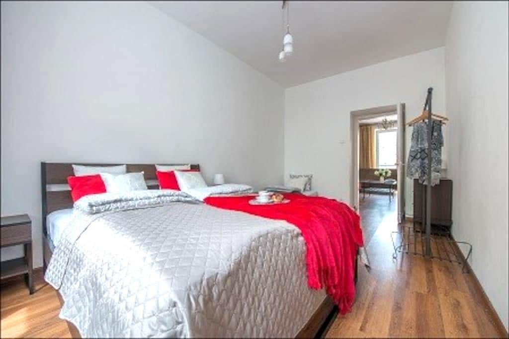 Un piso de 1 dorm. SANDOMIERSKA - 바르샤바