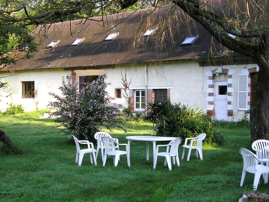 chambre verte - Gièvres - Huis