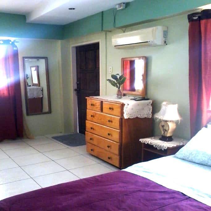 Big private room - Arima - Casa