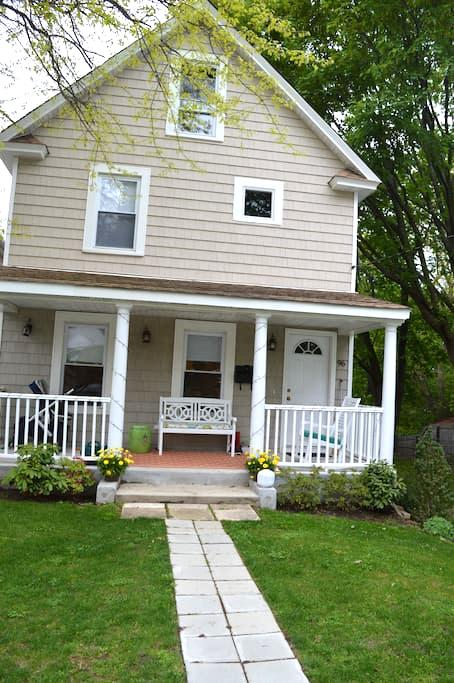 A charming house close to water - Oyster Bay