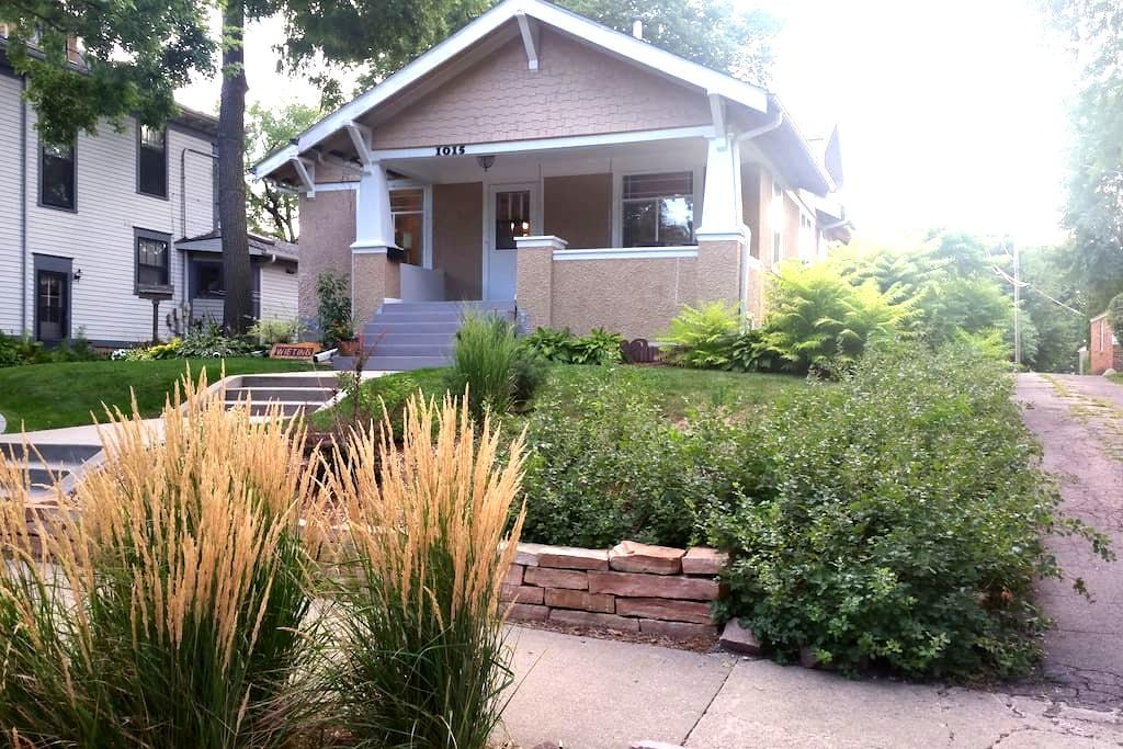 Charming Phillips Ave Craftsman - Sioux Falls - Maison