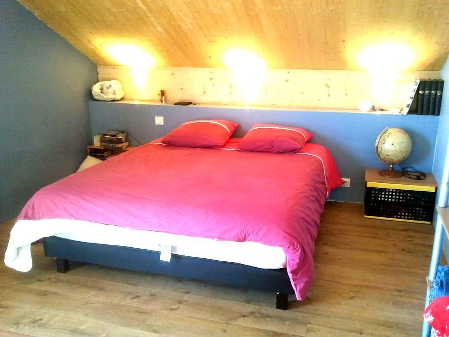 Grande chambre chaleureuse 2 - Bourg-en-Bresse