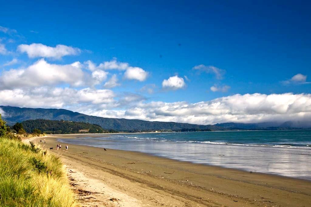 Beach Chalet Golden Bay Abel Tasman - Pohara - Chatka w górach