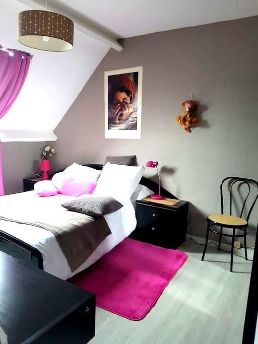 Chambre ,  calme pour tourisme ou travail. - Quimper - Hus