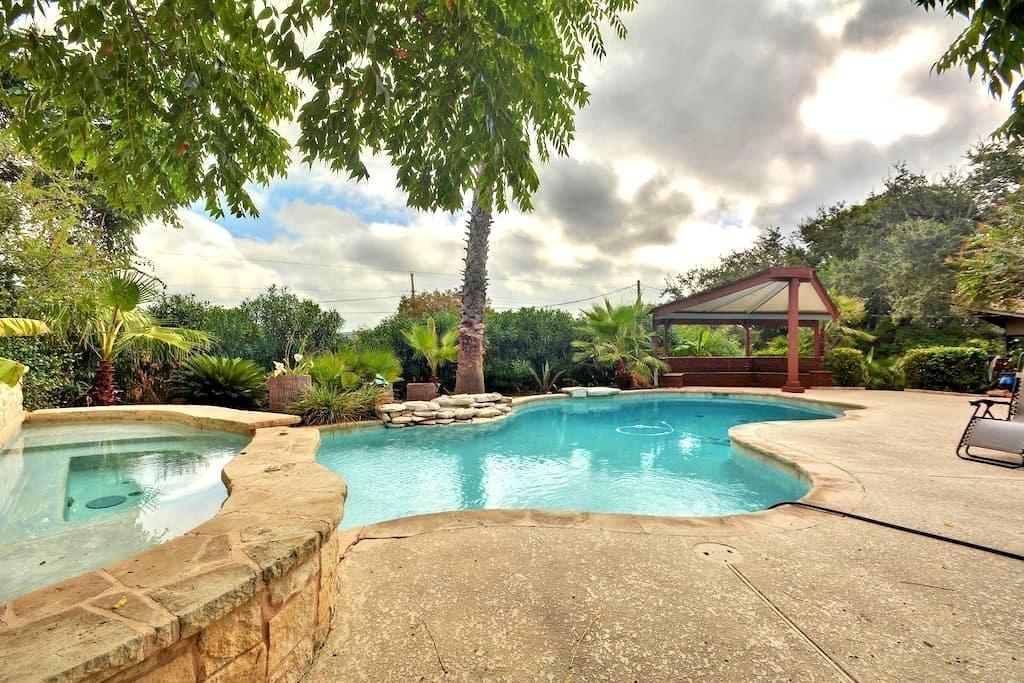 Hillside Villa on Lake Travis - Austin