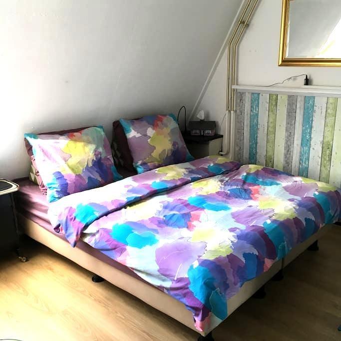 Quiet room near centre&Oosterpoort - 格羅寧根 - 家庭式旅館