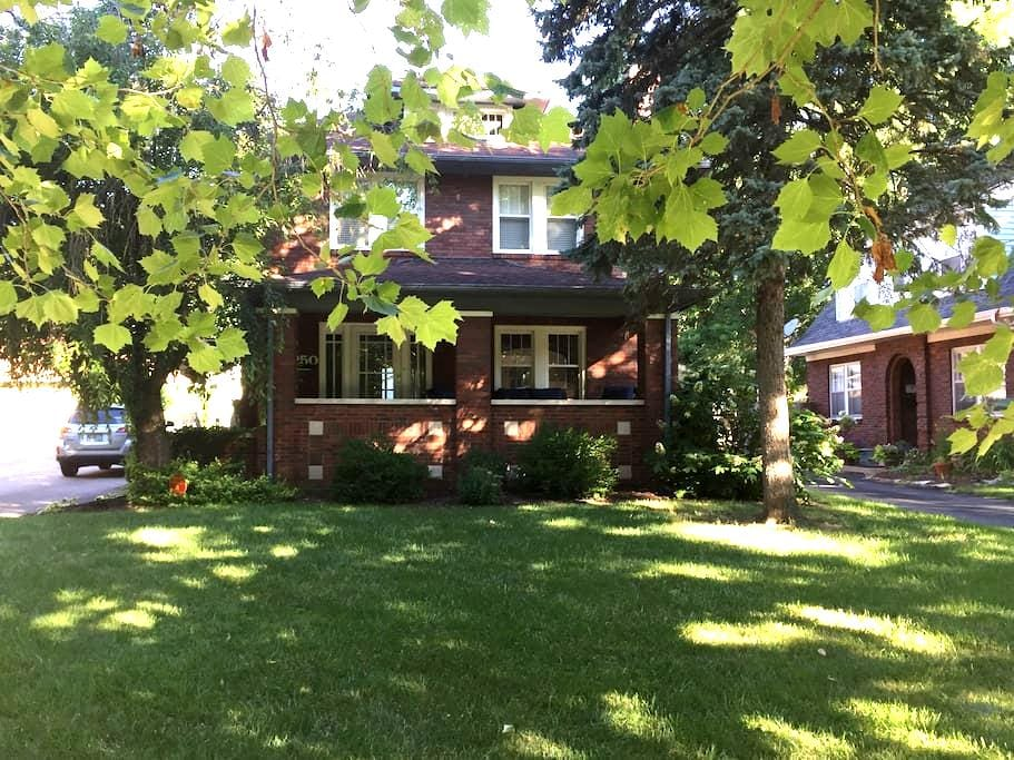 Beautiful Home in Historic Irvington - Indianapolis - House