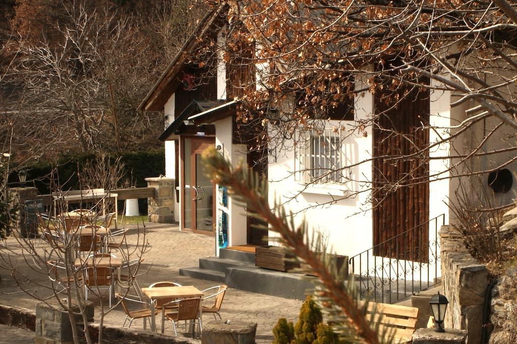 Habitación acogedora + terraza, parcela y parking - El Pueyo de Jaca - Chalet