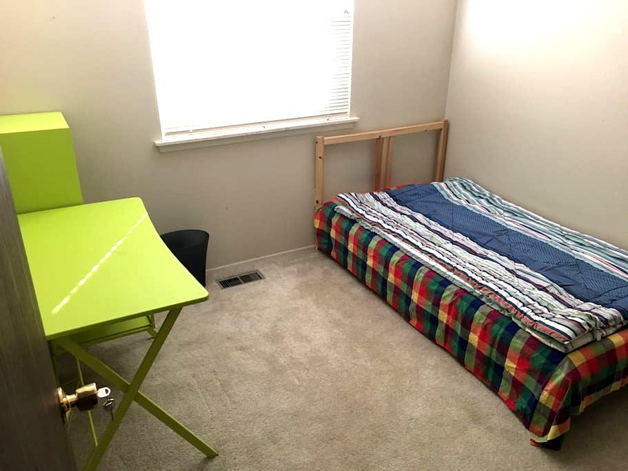 Bedroom S - Ann Arbor - Condominium