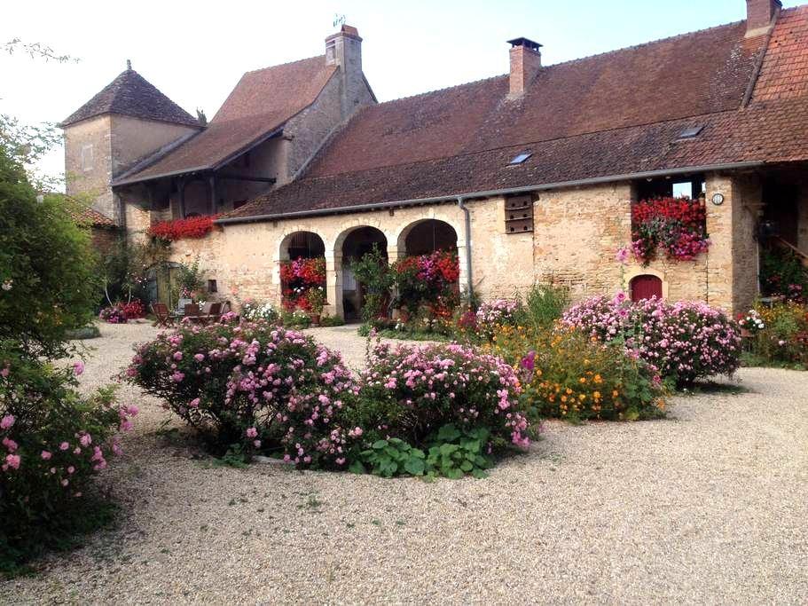 Chambres d'hôtes à la ferme  Studio - Bissy-sous-Uxelles - Aamiaismajoitus