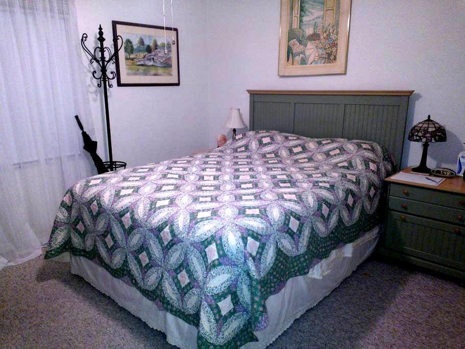Quiet Private Bed/Private Bath in Gorgeous Naples! - Naples - Apartment
