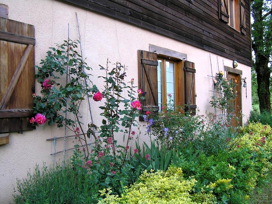Chambre d'Hôtes N°1 dans maison, pleine nature-Lot - Loubressac - Huis