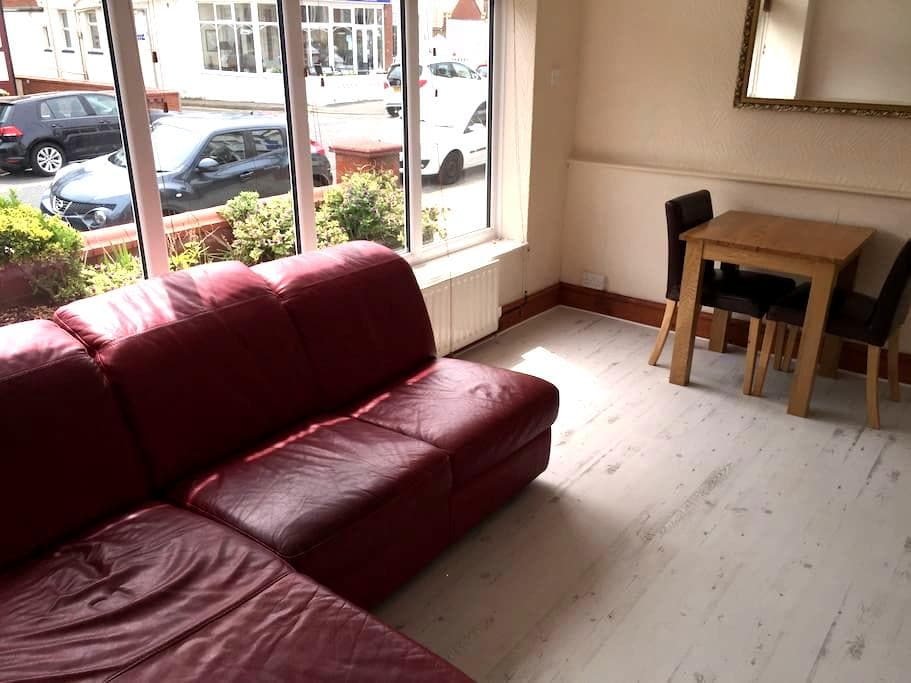Ground floor,  1 bed budget studio - Blackpool - Apartment