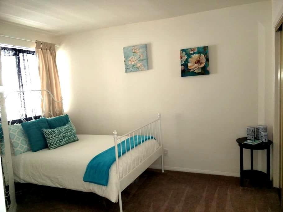 Cute and Cozy + Bonus Room - Pasadena - Apartment
