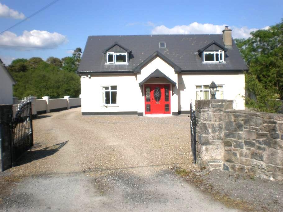 Knockrugil House - Ennis - Talo