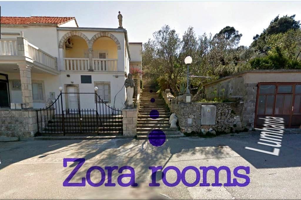 Zora Yellow room (2) - 룸바르다