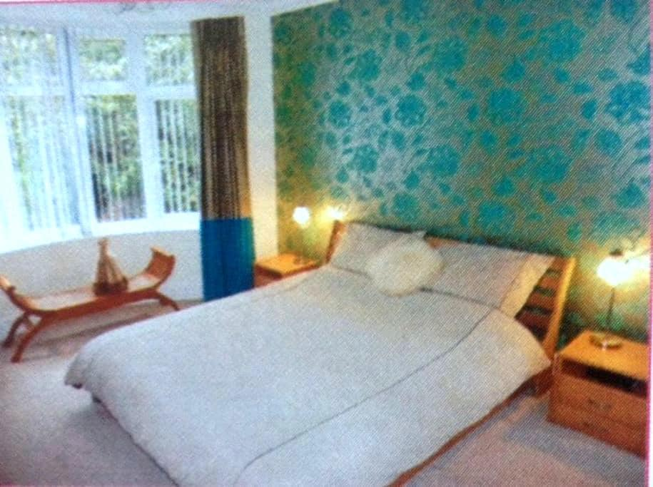 BLESSED - Poole - Appartement