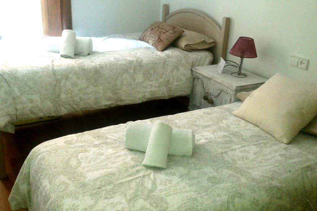 COMFORTABLE DOUBLE ROOM! (WHITE) - Estella - Wohnung