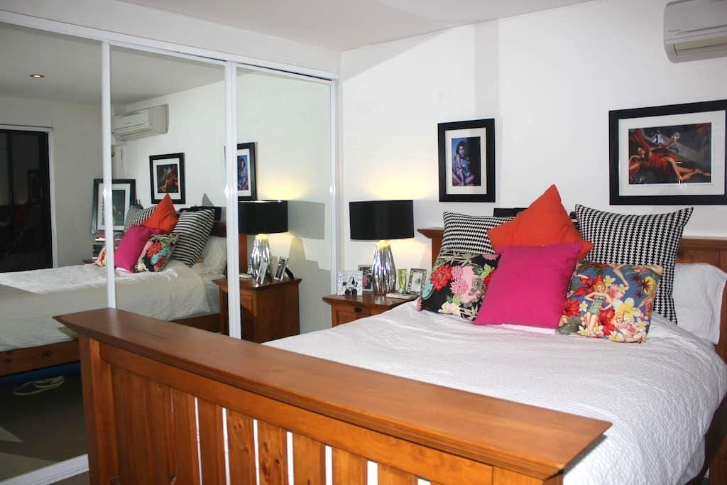 Well lit, quiet, modern apartment - Camperdown - Apartament