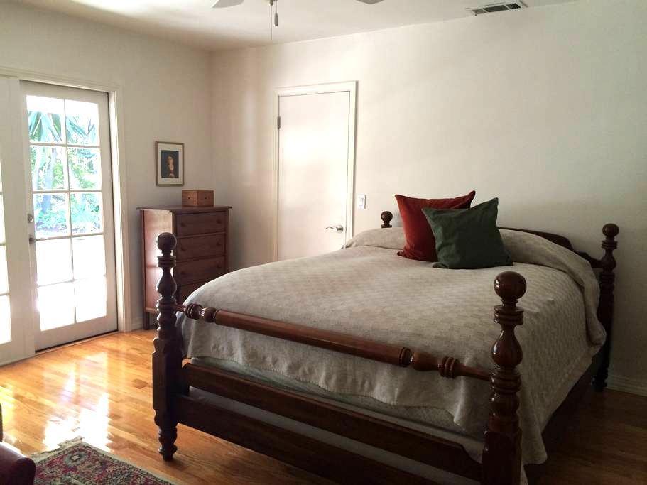 Bed and Bath with Private Entry - Rancho Santa Fe - Rumah